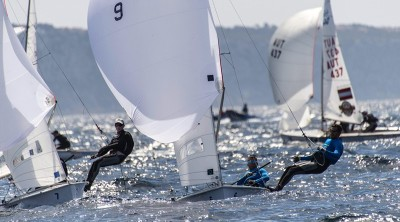epa05254540 Spanish sailors Onan Barreiros Rodriguez and Juan Curbelo Cabrera (R) in action during the 2016 Open 470 European Championships off the Arenal yatch club in Palma de Mallorca, Balearic islands, Spain, 11 April 2016. The sailing event runs from 05 to 12 April 2016.  EPA/CATI CLADERA