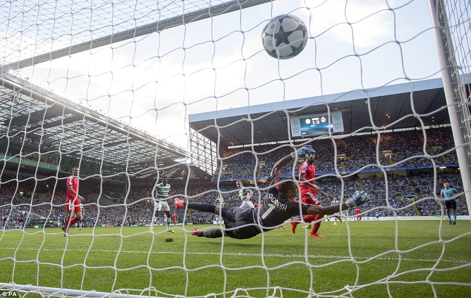 3756F51C00000578-3745819-Griffiths_curled_a_free_kick_over_the_wall_which_nestled_in_the_-a-2_1471472417459