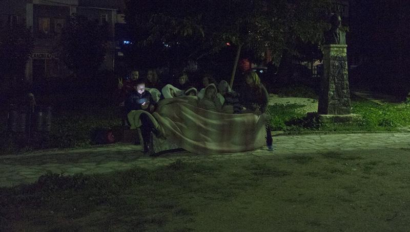 Κάτοικοι  των Ιωαννίνων πήγαν στις πλατείες και διανυκτέρευαν στα αυτοκίνητα τους Σάββατο 15 Οκτωβρίου 2016. Οι κάτοικοι στις πόλεις και στα χωριά βρέθηκαν  στις πλατείες λόγω του ισχυρού σεισμού που είχε επίκεντρο 3 χιλιόμετρα νότια του Παρακάλαμου και  εστιακό βάθος 5 χιλιόμετρα. ΑΠΕ ΜΠΕ/ΑΠΕ ΜΠΕ/Δημήτρης Ραπακούσης
