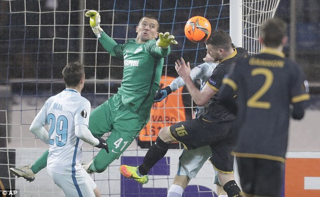 3a09d0a900000578-0-zenit_goalkeeper_mikhail_kerzhakov_makes_an_acrobatic_effort_to_-a-12_1478210137917