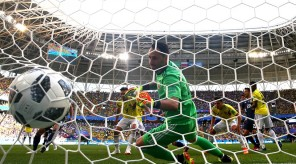 4D688C2600000578-5860727-Ospina_was_helpless_to_reach_the_ball_as_Osako_s_header_flies_ju-a-4_1529417280272-iaponia