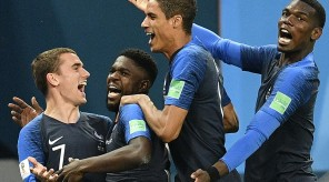 4E19744000000578-0-The_French_players_celebrated_with_the_centre_back_after_breakin-m-71_1531251250545