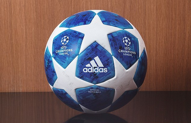 4F1B5D9D00000578-0-The_Champions_League_ball_has_gone_blue_with_a_new_look_for_the_-a-6_1534321341786