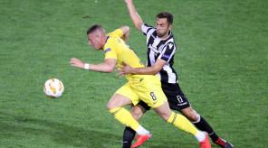 Ο παίκτης του ΠΑΟΚ Μαουρίτσιο (Δ) μάχεται για την κατοχή της μπάλας με τον παίκτη της Τσέλσι (Α) κατά την διάρκεια του αγώνα ΠΑΟΚ – Τσέλσι για την 1η αγωνιστική των ομίλων του Europa League, στο γήπεδο της Τούμπας, Πέμπτη 20 Σεπτεμβρίου 2018. Τελικό σκορ ΠΑΟΚ – Τσέλσι 0-1. ΑΠΕ ΜΠΕ/PIXEL/ΜΠΑΡΜΠΑΡΟΥΣΗΣ ΣΩΤΗΡΗΣ