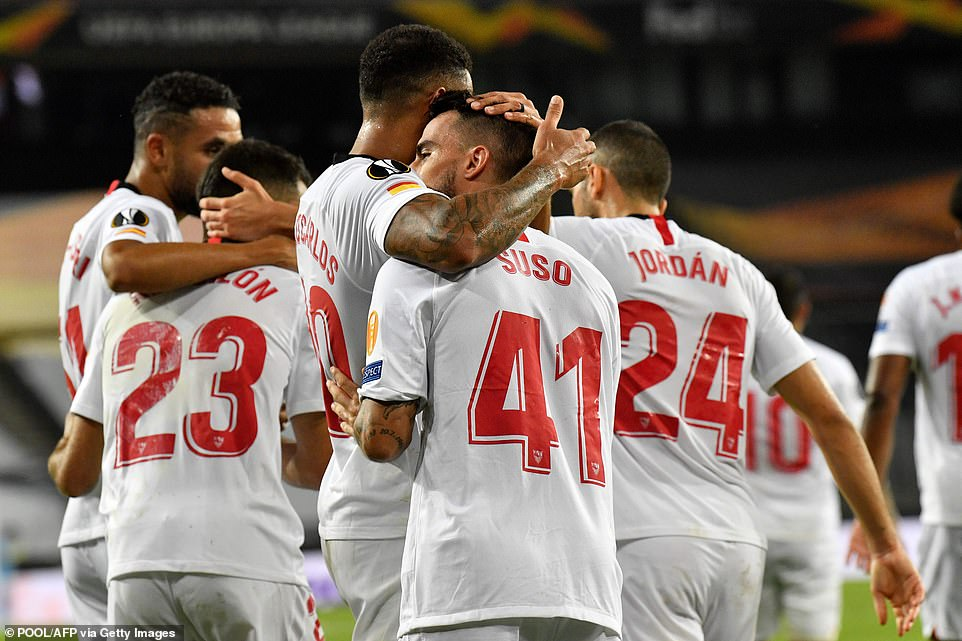 32019392-8627667-Suso_centre_was_mobbed_by_his_team_mates_after_netting_the_equal-a-149_1597611380344