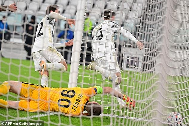 Γιουβέντους-Φερεντσβάρος 2-1Στις καθυστερήσεις του αγώνα ο Μοράτα έδωσε την νίκη και την πρόκριση στους Γουβέντους