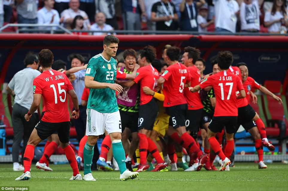 4DB140E900000578-5892629-South_Korea_won_2_0_with_two_late_goals_in_a_game_Germany_needed-a-48_1530116057507