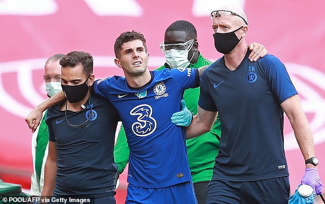 31451328-8583961-Chiristian_Pulisic_looked_as_though_he_picked_up_a_similar_probl-a-1_1596311942424